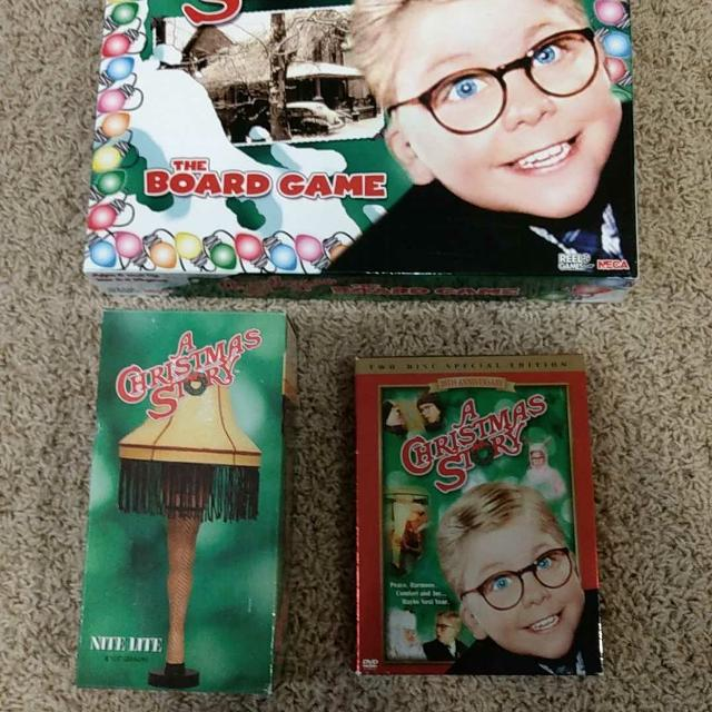 A Christmas Story - Board game w/ DVD and night light.