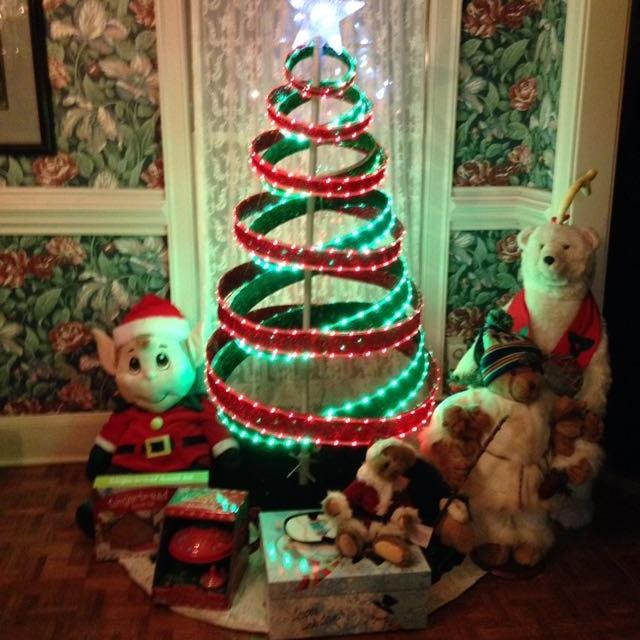 Collapsible Christmas Tree.Collapsible Christmas Tree With Star Prelit Good Condition