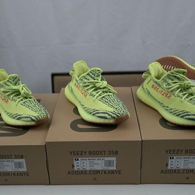 detailed look 9509d d98cc Yeezy 350 V2 Frozen Yellow size 4 & 6.5
