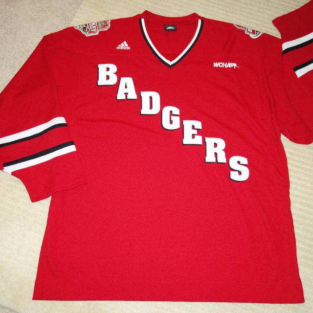 best sneakers bbc43 b3b37 University of Wisconsin Badgers Hockey Jersey Mens XL XXL