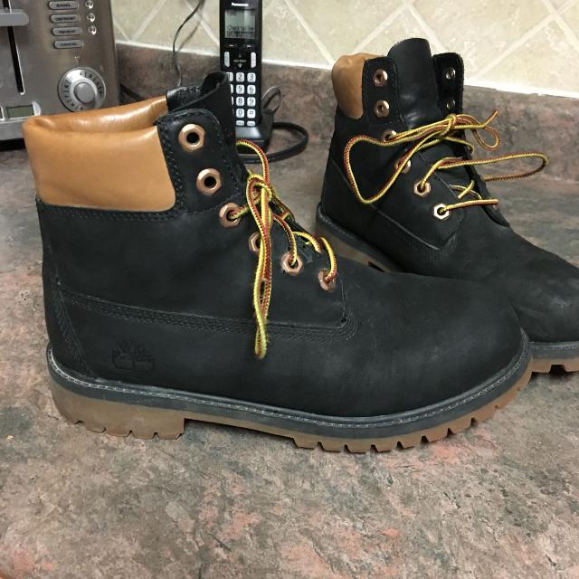 f1b274dea1c Boys 5.5 size timberland boots like new