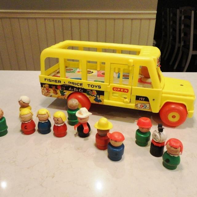 Vintage Fisher Price Wooden School Bus #192 w/12 Little People