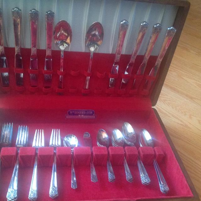 Vintage Rogers Brothers Silver Plated Cutlery Set In Original Wooden Box