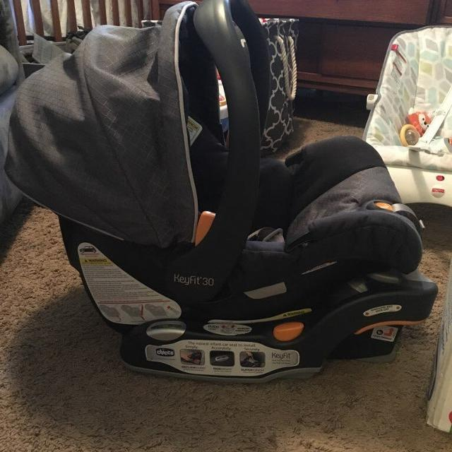 Chicco Infant Carrier With Base And Insert