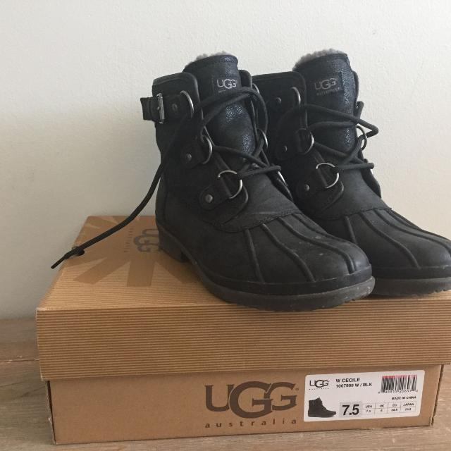 e1172111c92 UGG* Cecile Duck Boot - Women's Size 7.5 - Fits Size 8