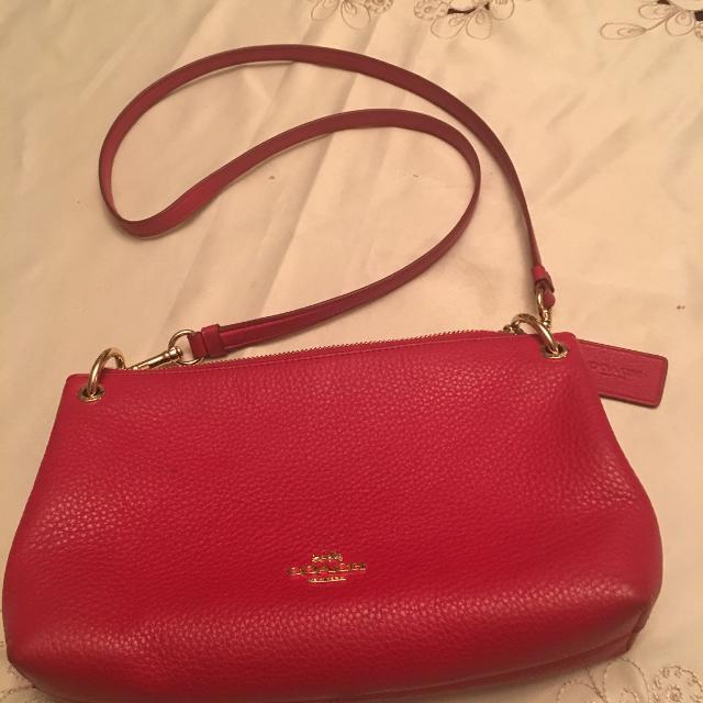 11cbd041dd27 ... Authentic Coach crossbody! quality design 876d4 2147e  handbags brand   Simon chang purse. Seller can meet near. Dollard Des Ormeaux