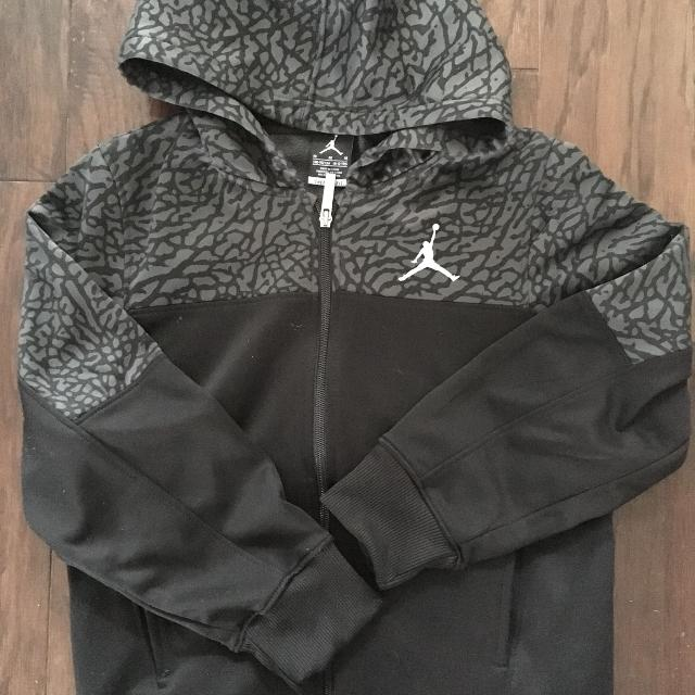 157e96bec8ae Find more Boys Nike Air Jordan Hoodie Medium for sale at up to 90% off
