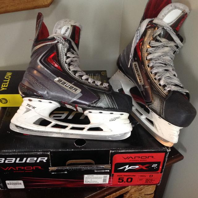 7f7bf7cb402 Find more Bauer Vapor Apx2 Hockey Skates Jr Size 5 for sale at up to ...