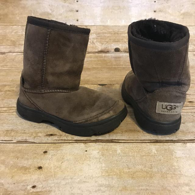 226ffb07753 Uggs boys or girls brown boots sz 11