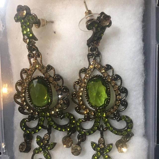 Indian Stani Olive Green Earrings With A Set Of Bangles