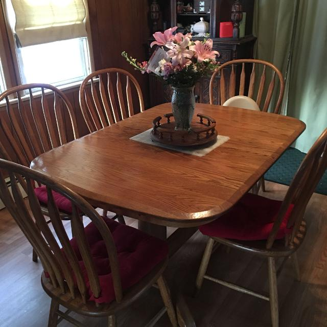 Find More Solid Oak Table And Chairs Amish Built From Art Van The Red Chair Cushions Are Not Included Price Change 375 For Sale At Up To 90 Off
