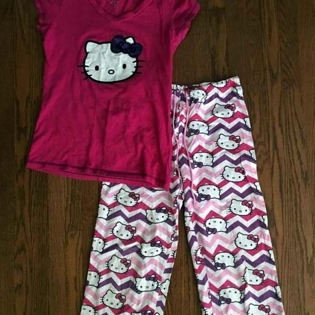 f058fad2f Find more Size S - Juniors Hello Kitty Pajamas for sale at up to 90% off