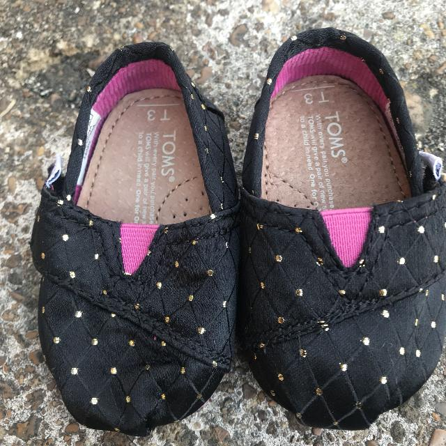 3319ac6a41 Find more Brand New Toms Baby Girl Shoes for sale at up to 90% off
