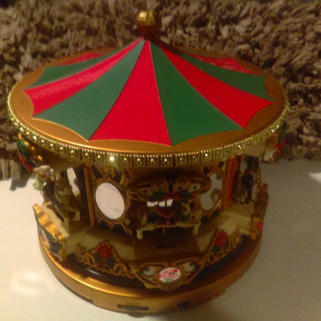 Mr Christmas Carousel.Mr Christmas Holiday Carousel