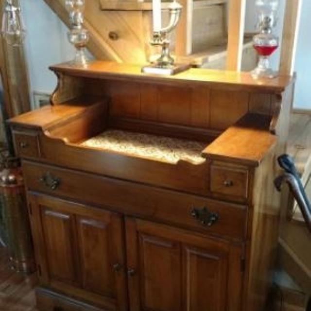 Hartford House by Thomasville Antique Dry Sink/Cabinet - Best Hartford House By Thomasville Antique Dry Sink/cabinet For Sale