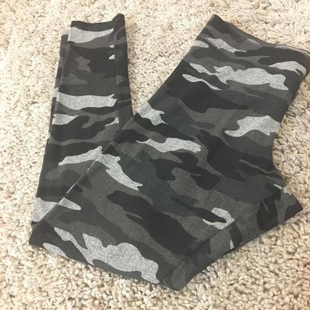 84b97902295769 Find more Euc Garage Camo Leggings for sale at up to 90% off