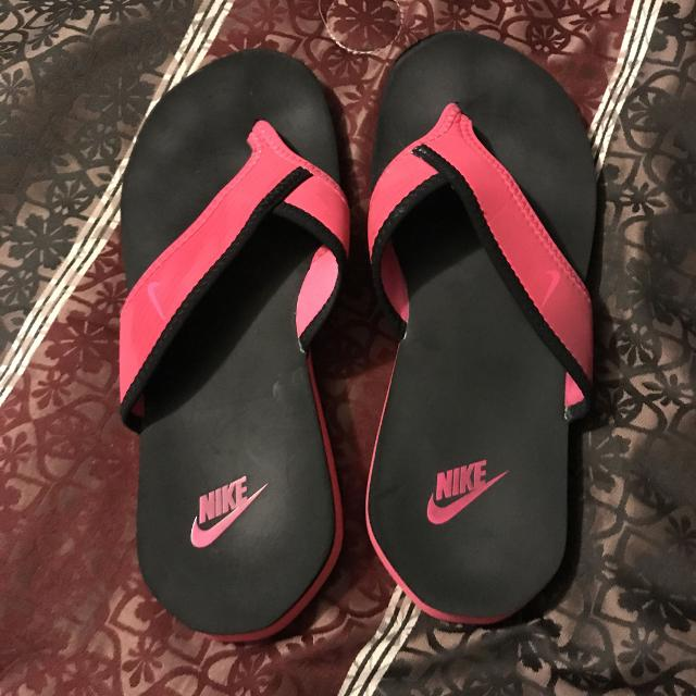 88bcd9b85962b Find more Hot Pink Nike Flip Flops Size 9 for sale at up to 90% off