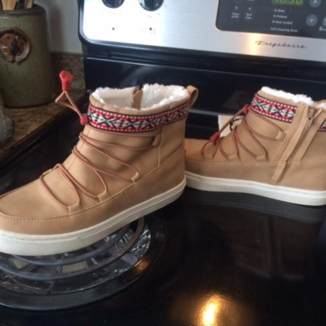 eaa091b575e Best Toms Toffee Suede Alpine Boots..new for sale in Calgary ...
