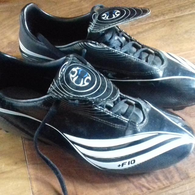 2b101517e9fb Find more Adidas Football Boots Size 4.5 for sale at up to 90% off