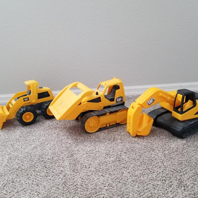 Toy Tractors For Sale >> 3 Cat Toy Tractors Used But Still Good