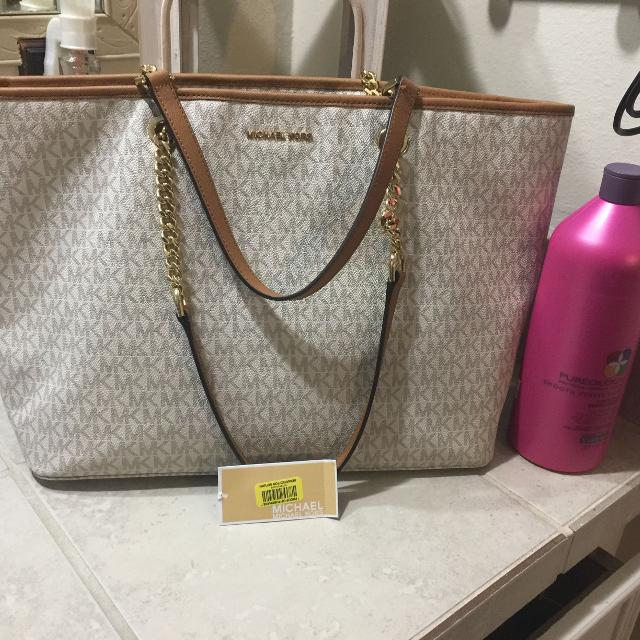 907ea1c8278b Find more Mk Purse Got From Dillards About 4 To 5 Months Old Still ...