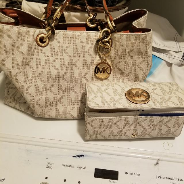 8faa11bb41c5 Best Michael Kors Purse And Matching Wallet for sale in Airdrie ...