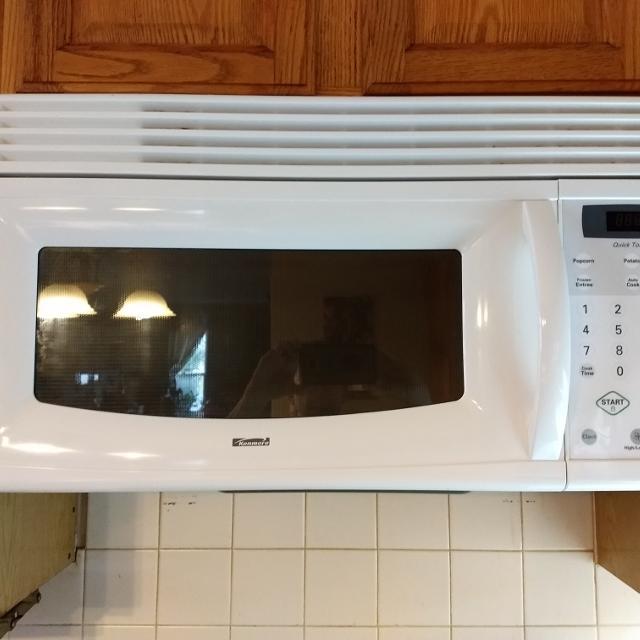 Kenmore microwave  Remodeling  Works great