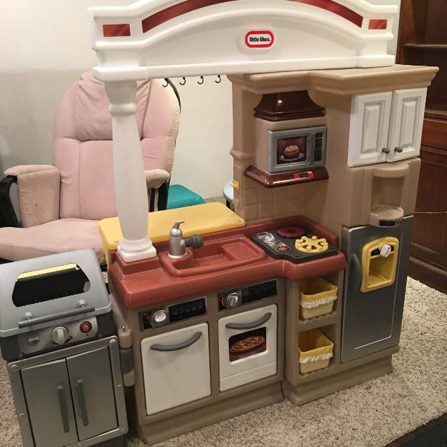 Little Tikes Sizzle And Serve Play Kitchen