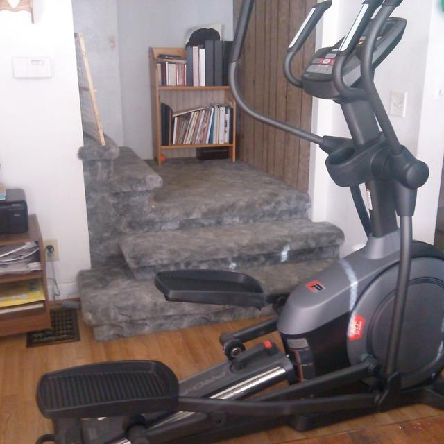 Pro-Form 510E stride adjust elliptical with i-fit capability  Like new,  with owners manual  $300