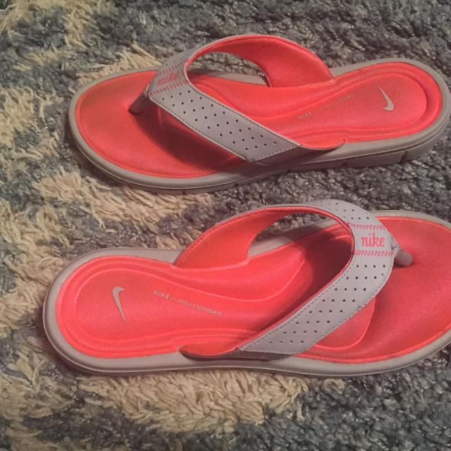 d817baf8eeb6 Find more Womens Gray Nike Flip Flops With Comfort Footbed Size 9 ...
