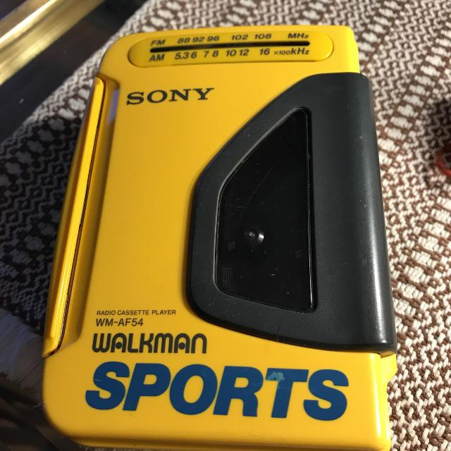 SONY WALKMAN SPORTS RADIO CASSETTE PLAYER