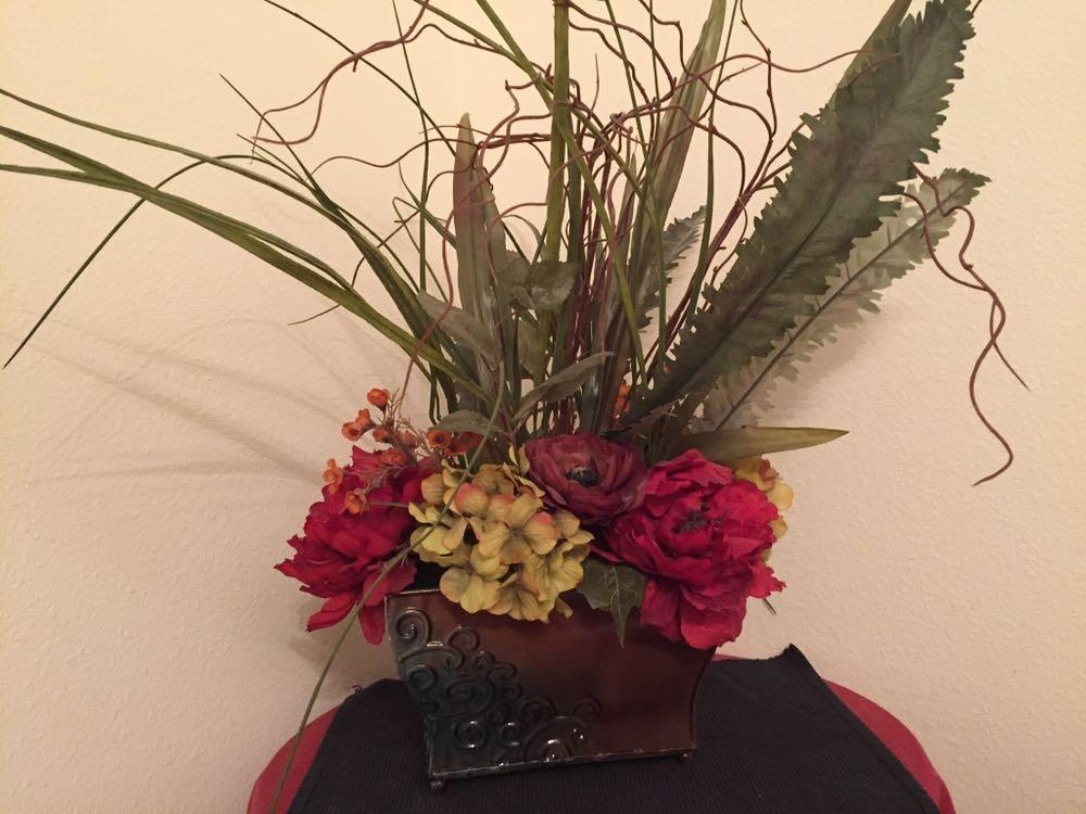 Find more Two Silk Flower Arrangements And Vase Bundle! for sale at up to 90% off - Pensacola, FL