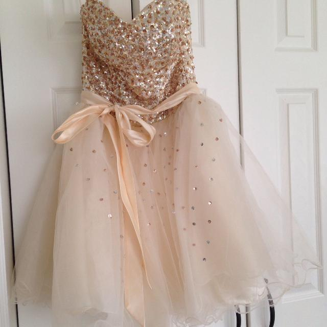 571b121530e Best Size Small (2-4) Grad Dress. Worn Once for sale in Clarington ...