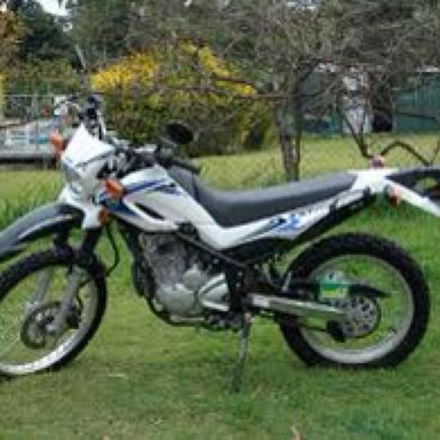 2009 Yamaha XT250 new tires and skid plate approximately 7000 km $3900