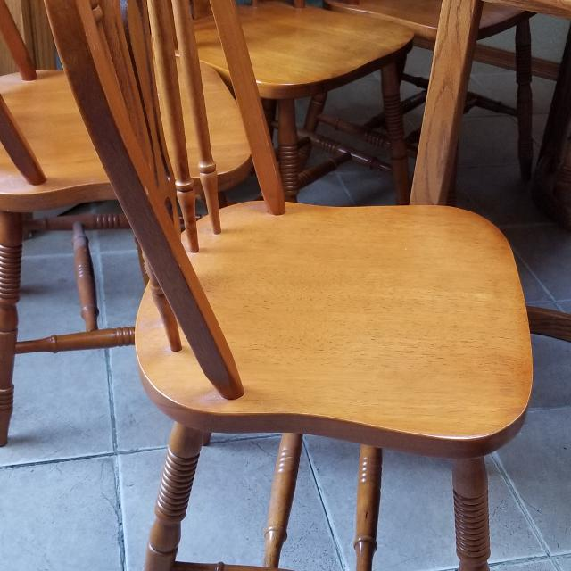 Dining Set Seller Can Meet Near Victoria BC