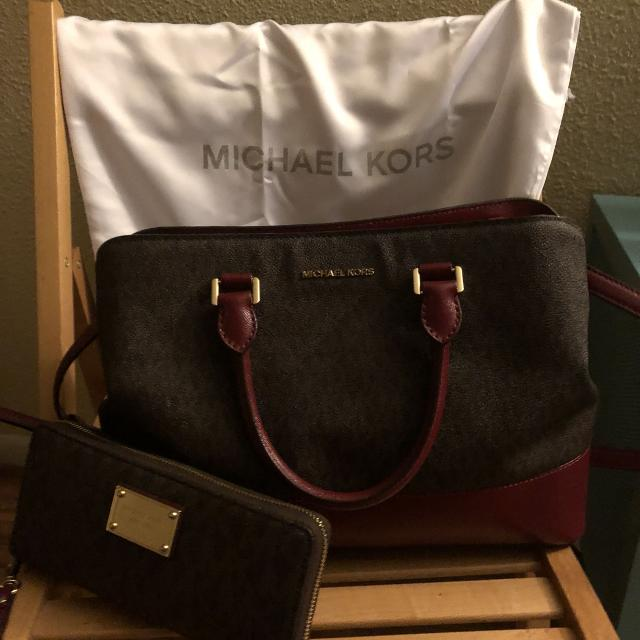 8d8e722bf0f8 Best Michael Kors Purse & Wallet Combo for sale in Brazoria County, Texas  for 2019