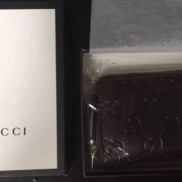a0cffc17406409 Find more New Authentic Gucci Zip Around Card Case Brown Signature ...