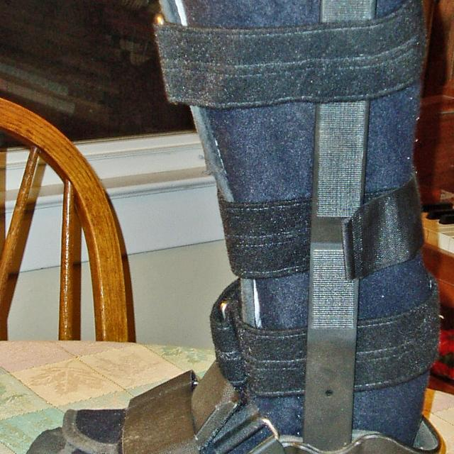 ad359f71659 Walker Boot- Medium, MEDICAL BOOT Walking Cast