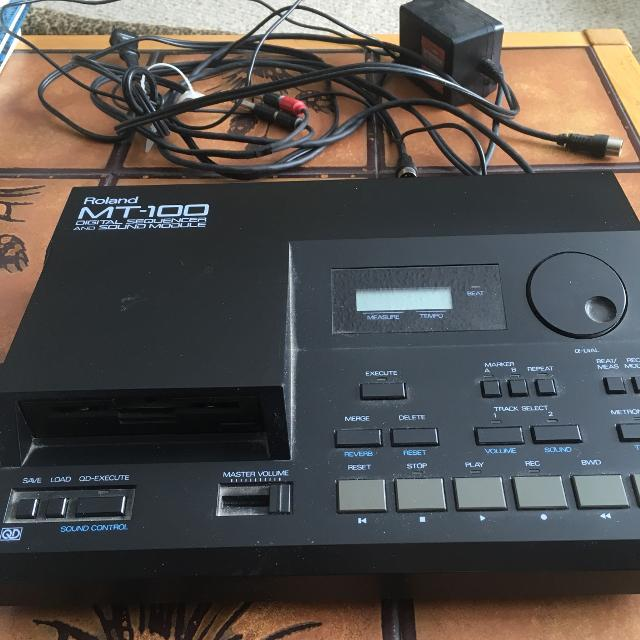 Roland MT-100 Digital Sequencer and Sound Module  Cora and attachments  included
