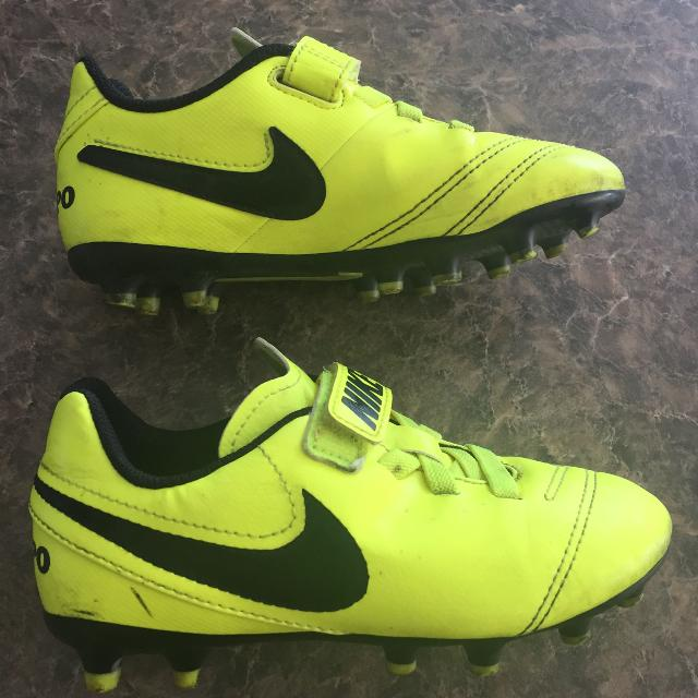 c16759ff38b Find more Nike Tempo Soccer Cleat for sale at up to 90% off