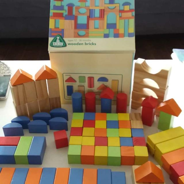 Box of wooden bricks  98 blocks