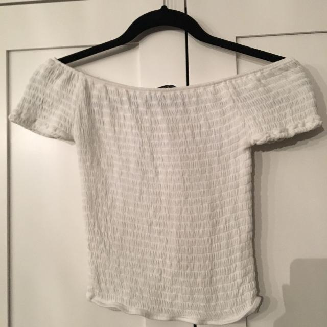 274e2b8d4c981 Find more Brandy Melville Off The Shoulder Top for sale at up to 90% off