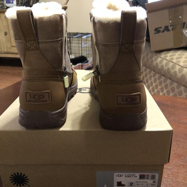 78d888fdef1 UGG Big Kids' Leggero Boot size 2