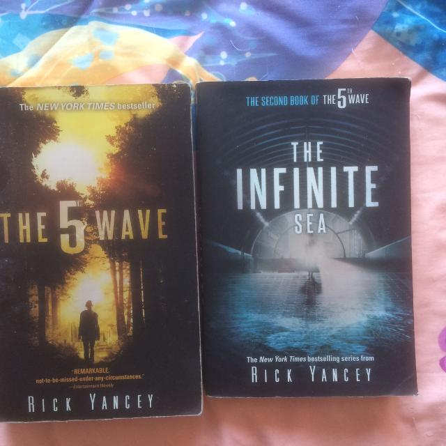 The 5th Wave Trilogy (1 and 2 only)