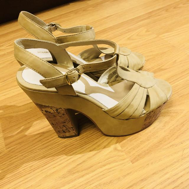 18e8b8c717c Find more Very Cute And Comfortable Roberto Vianni Nude Wedge ...