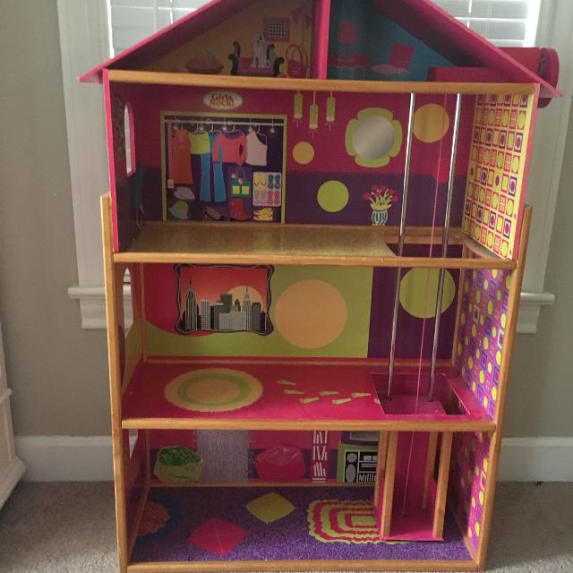 Barbie/Doll house with elevator