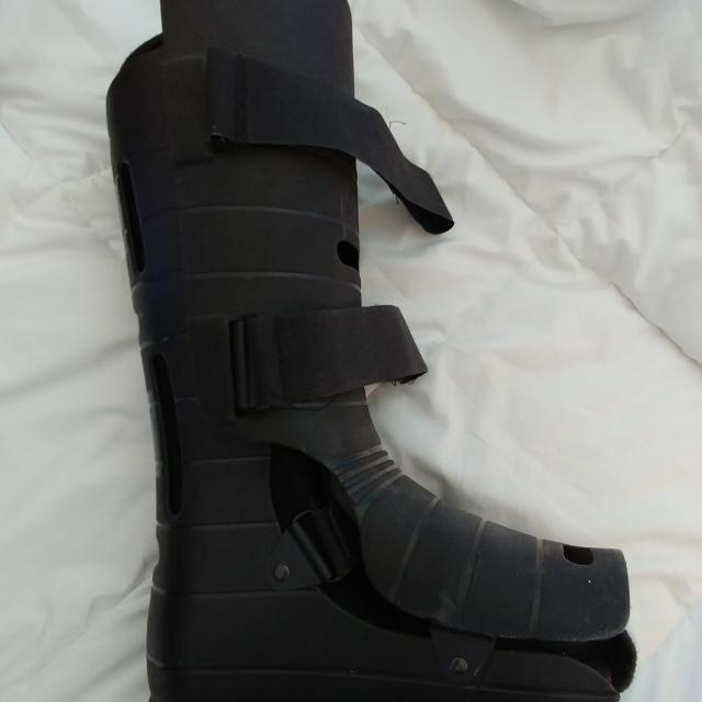 Walking boot cast for foot fracture