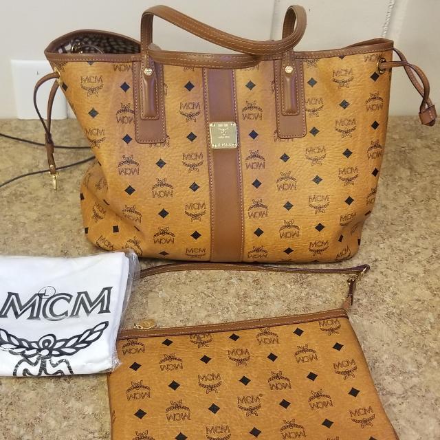 Mcm Liz Reversible Medium Tote Bag And Clutch