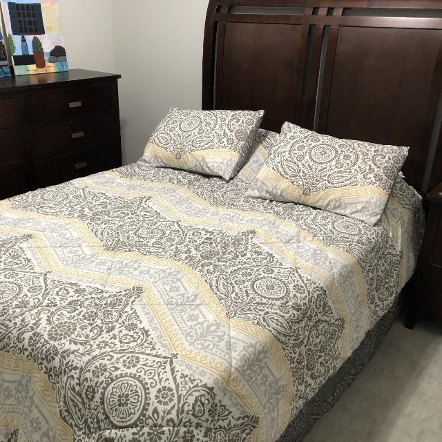 Best Queen Bedroom Set With 1 Year Old Mattress For Sale In