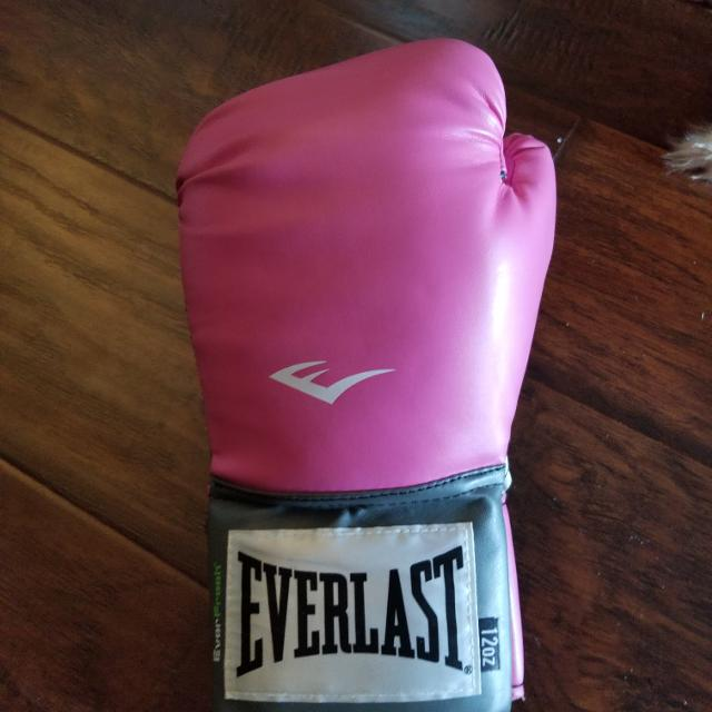 Best pink boxing gloves for sale in calgary alberta for 2018 pink boxing gloves sciox Gallery